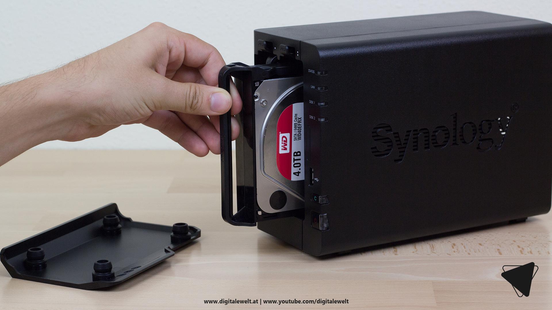Synology DS218+ NAS - Festplatten einbauen