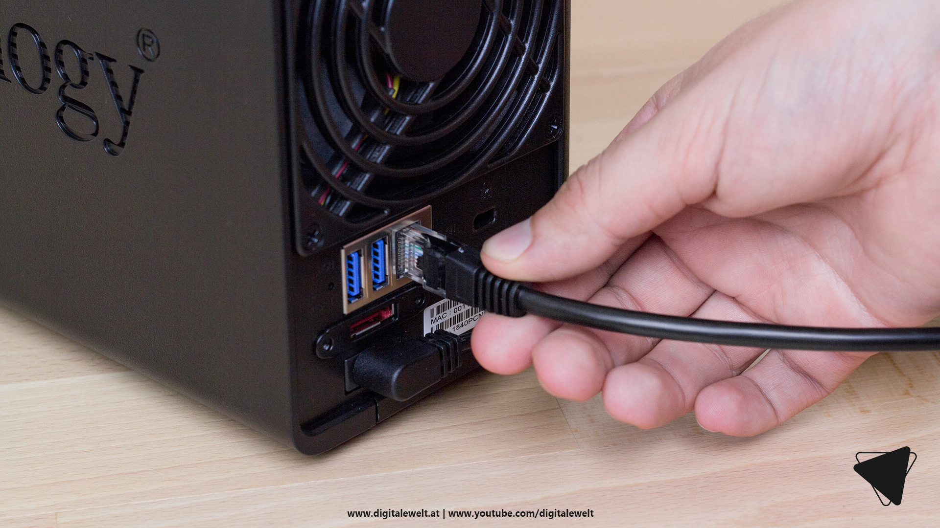 Synology DS218+ NAS - Stromversorgung und Netzwerkkabel